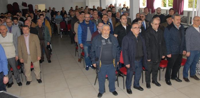 İtiklal Marşı Okuma Yarışmasına katılanlar istiklal marşı okurken.Arnhem (2)