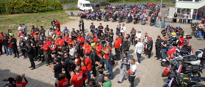 Arnhem Türk Festivali Yürüyüşü ve 19 mayıs genclik spor bayramını kutlayan motorcular (1)